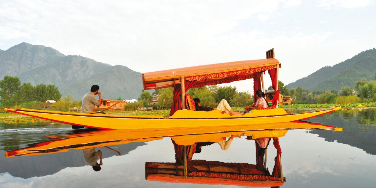 Shikara-Ride-in-Dal-Lake.jpg