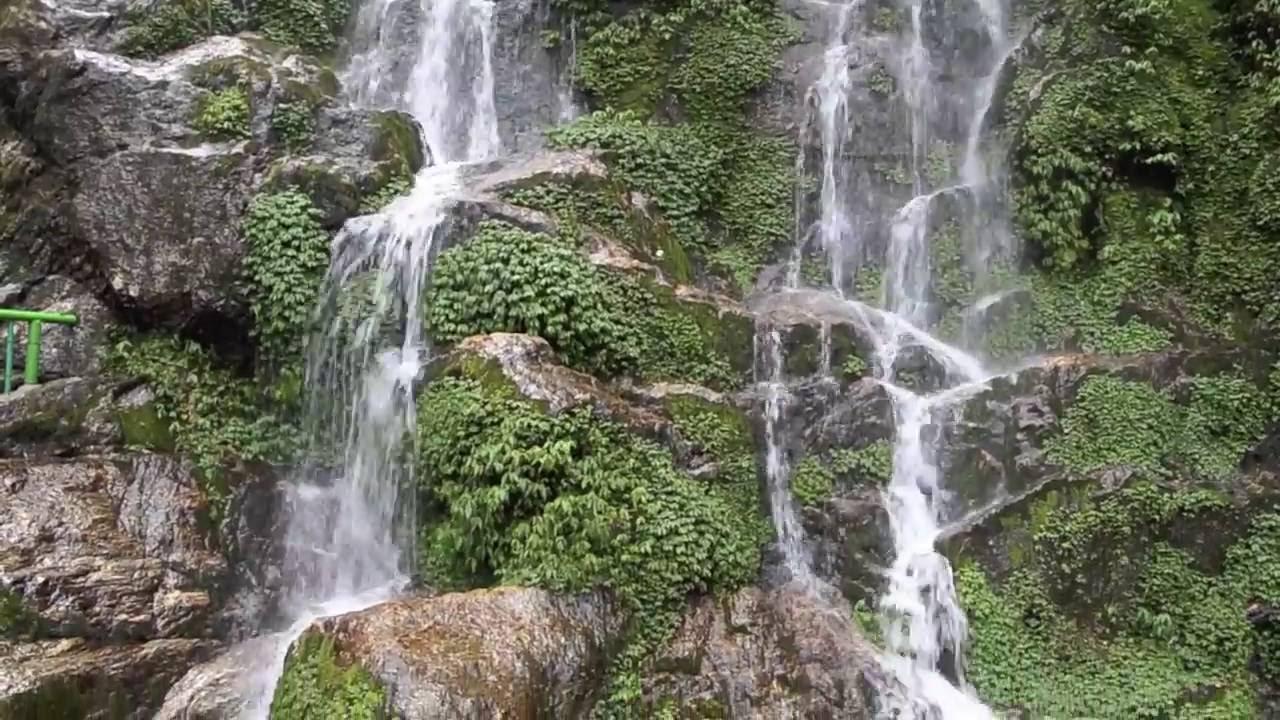 Bakthang Falls.jpg